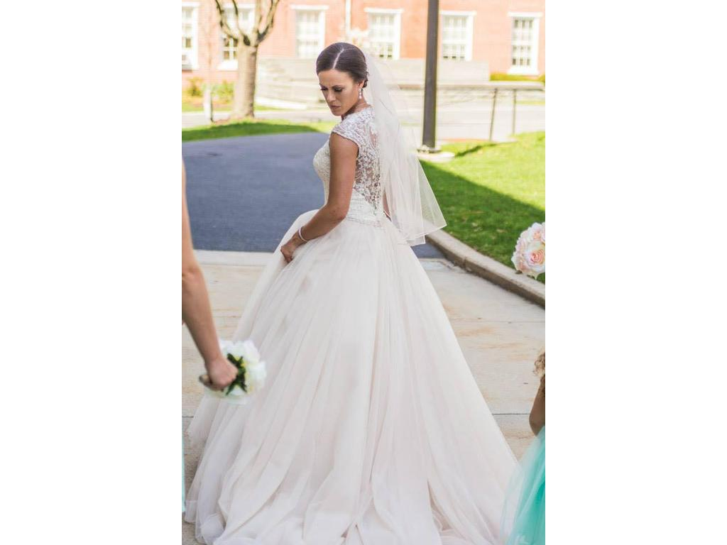 Allure Bridals 9162, $800 Size: 8 | Used Wedding Dresses