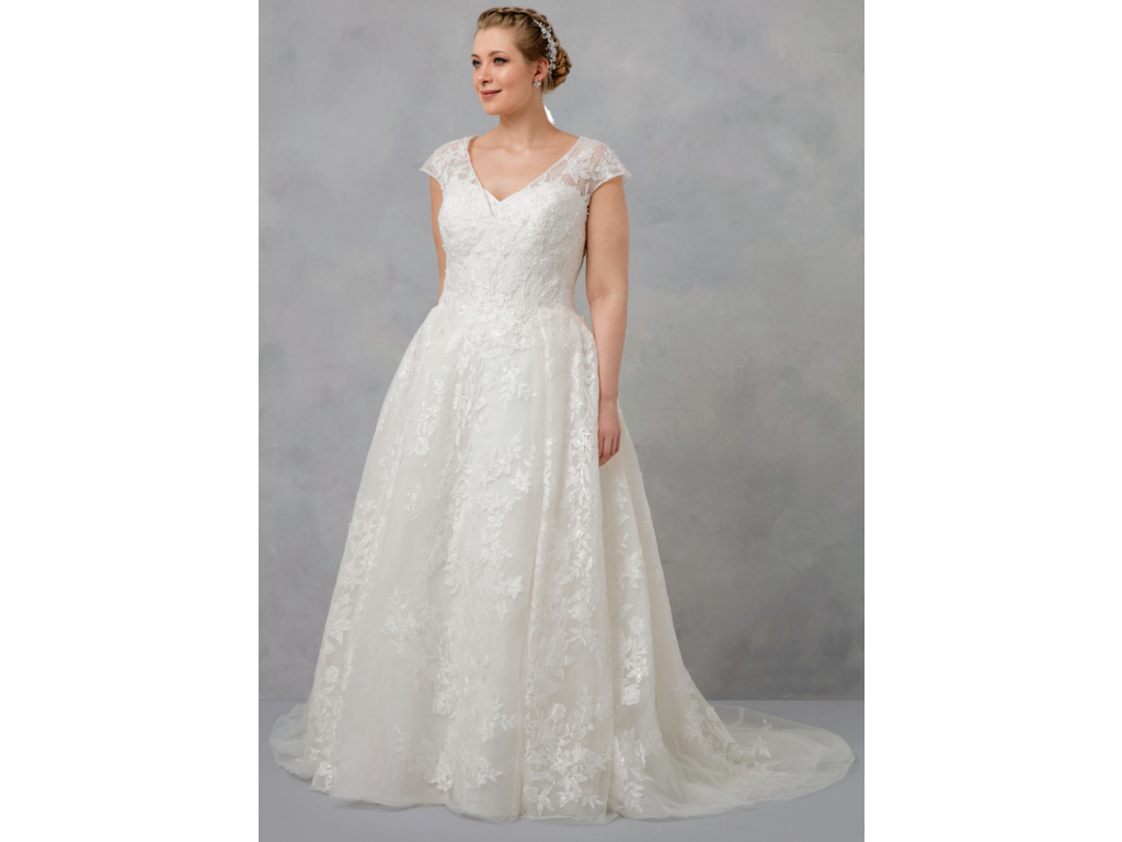 Oleg Cassini $500 Size: 16 | Used Wedding Dresses