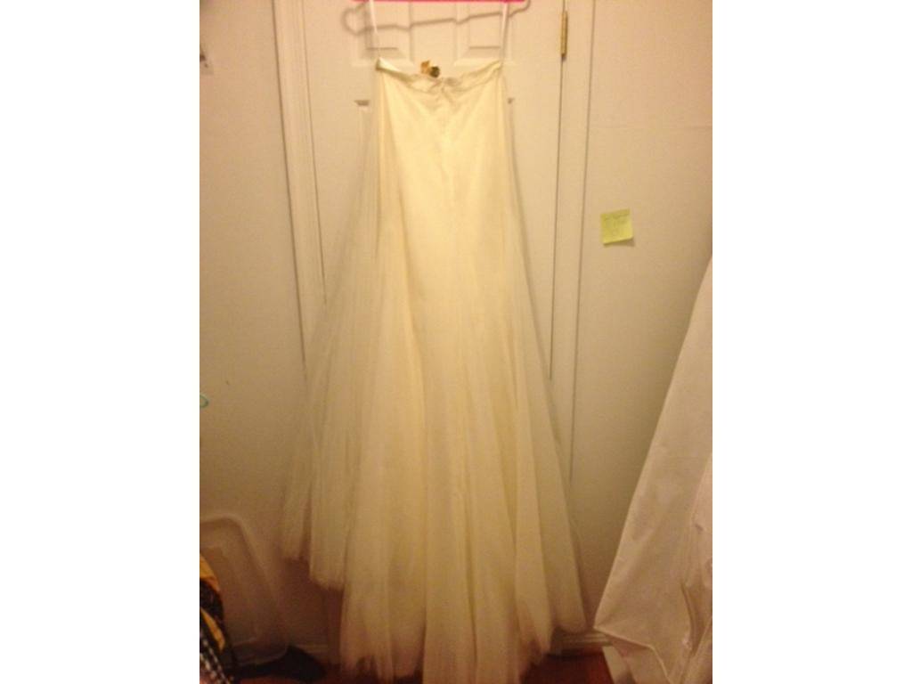 Heaven Wedding Gown: Monique Lhuillier Heaven, $1,000 Size: 6