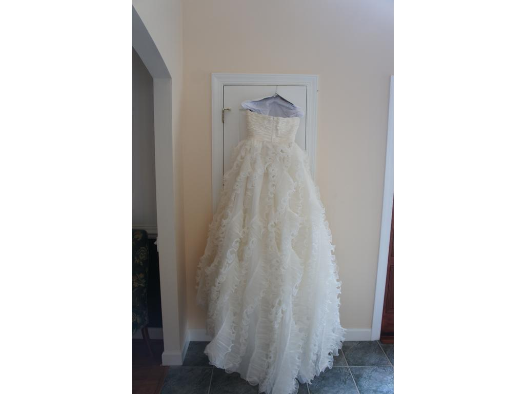 Preowned Wedding Dresses Nyc : Sorry this oscar de la renta e has sold or is no longer available