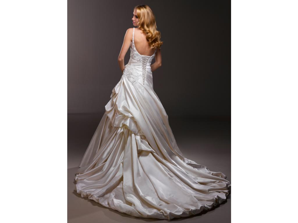 Wedding Dresses For USD 800 : Maggie sottero buy this dress for a fraction of the salon price on