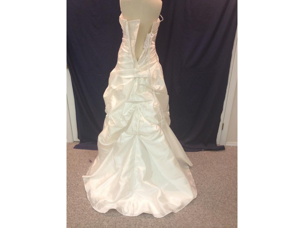 Jacquelin exclusive 19879 199 size 12 new un altered for Jacquelin exclusive wedding dresses