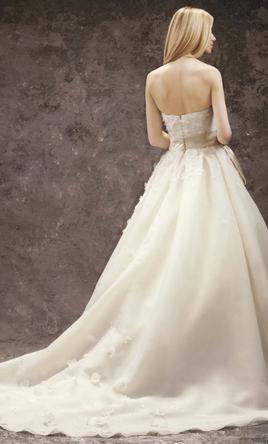 Vera wang white 800 size 8 new wedding dresses for Vera wang wedding dress size chart