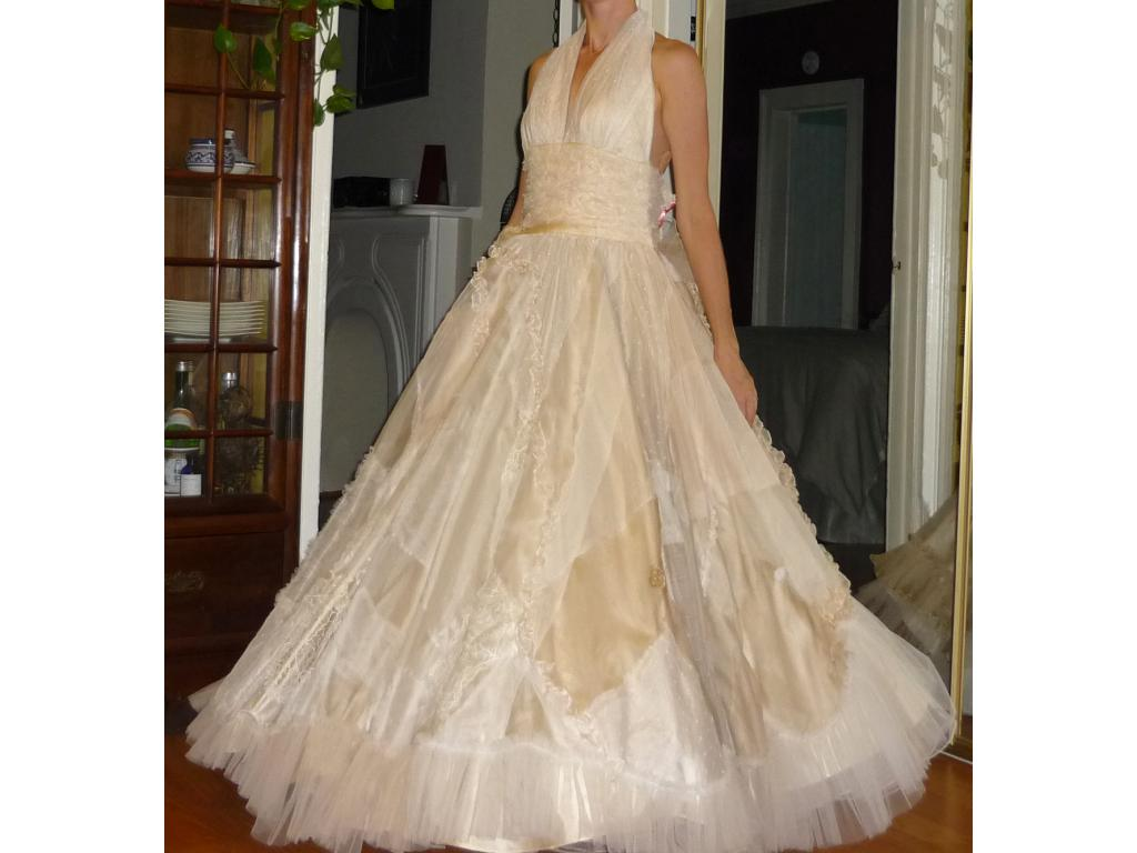 Used wedding dress stores near me wedding dress demetrios for Sell my used wedding dress