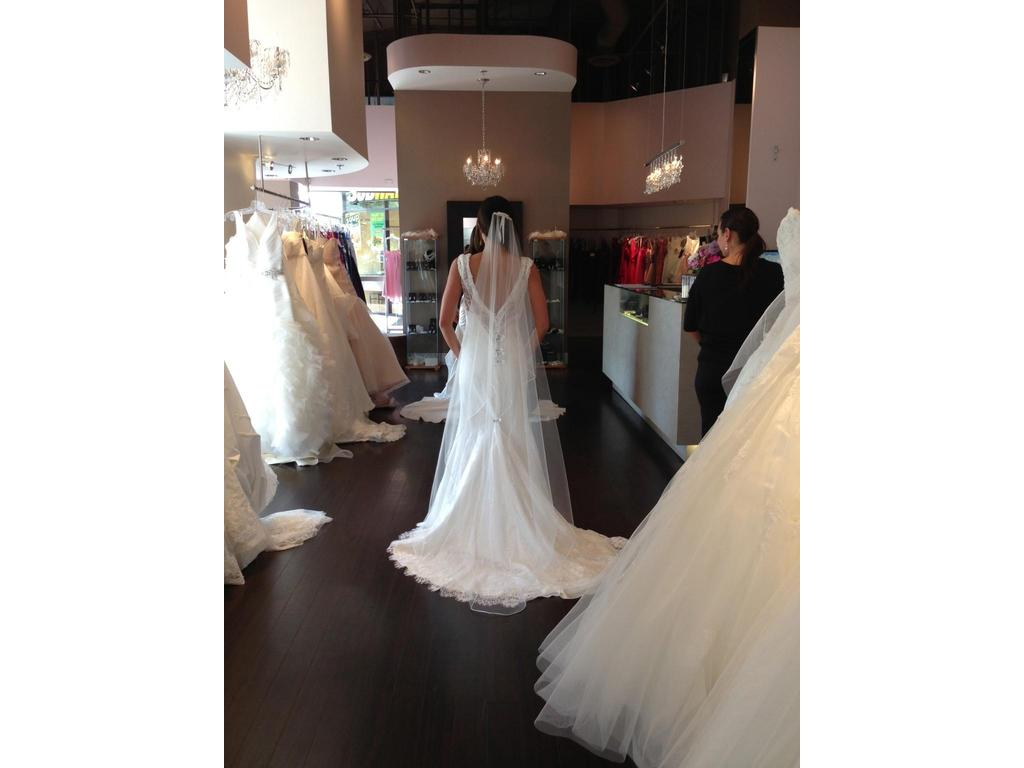 Alfred Angelo 8501, $750 Size: 0