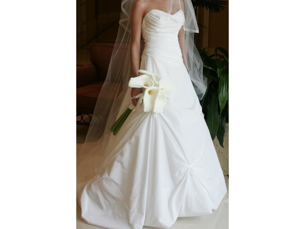 Vera wang 900 size 4 used wedding dresses for Used vera wang wedding dresses