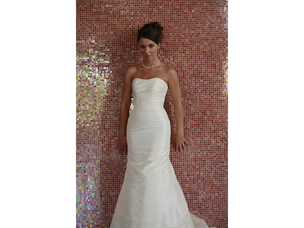 Alfred angelo 2034 220 size 0 used wedding dresses for Size 0 wedding dresses