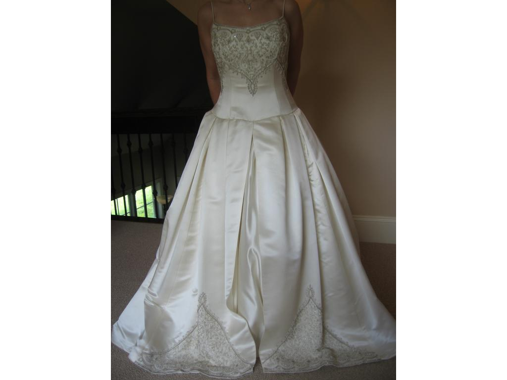 Preowned Wedding Dresses Nyc : Primary image make this photo remove