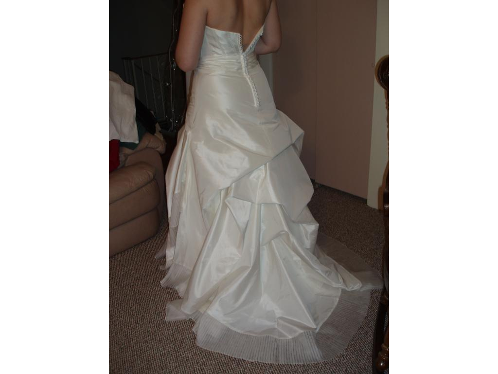 Yolanda couture 500 meghan 850 size 10 new un for Wedding dresses for 500 or less