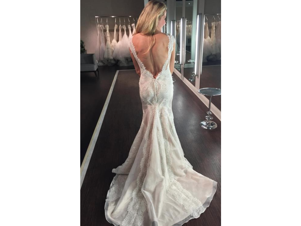 Marisa low back lace 2 070 size 8 new un altered for Low back wedding dresses for sale