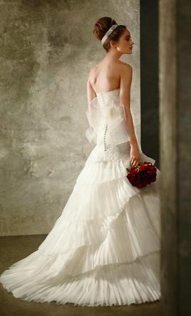 40ab35543e1 Pin it Add to  · Vera Wang White Spring 2011 Collection 6