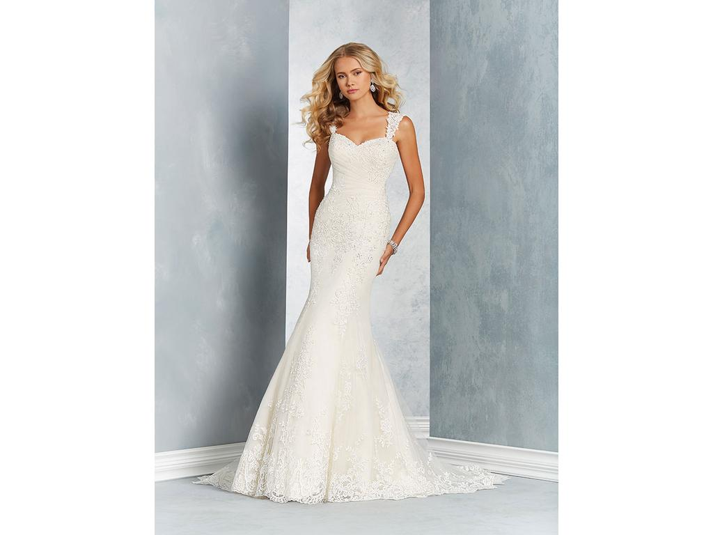 Alfred Angelo 2612, $899 Size: 22W | Sample Wedding Dresses
