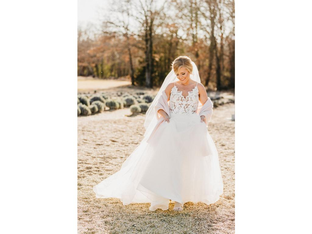 cbc7589d5bc3 Hayley Paige Halo 1600, $1,200 Size: 14   Used Wedding Dresses