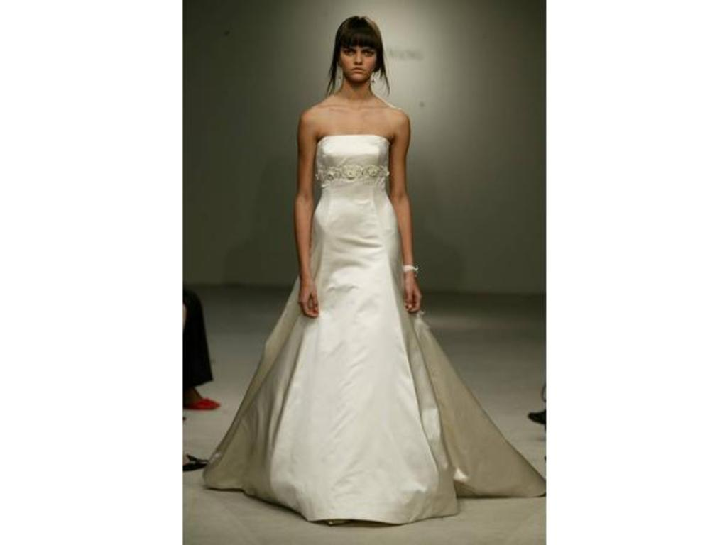 Vera wang 12554lb 1 000 size 10 used wedding dresses for Vera wang wedding dress used