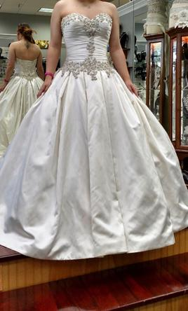 760296d4be84 Allure Bridals 9003, $1,500 Size: 12 | New (Un-Altered) Wedding Dresses