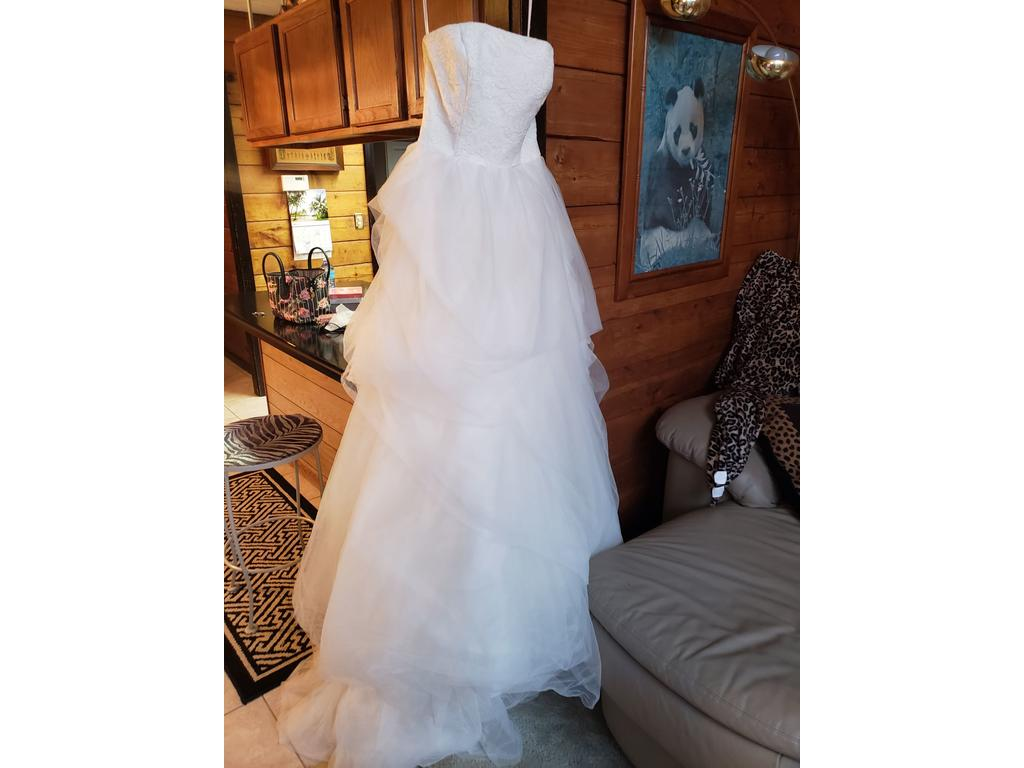 1c557b8b83e0 Pin it Add to: · Vera Wang White BRAND NEW! NEVER MARRIED! VEN STYLE/VW351065  IVORY 10