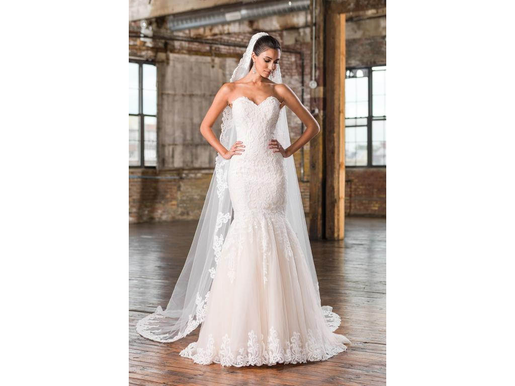 Justin alexander lace applique sweetheart bridal gown